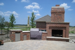 Custom Outdoor Fireplaces